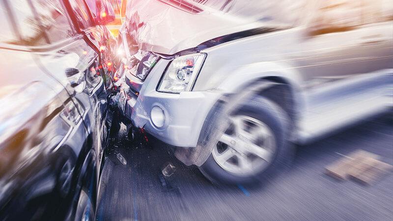 交通事故の際に必須の保険